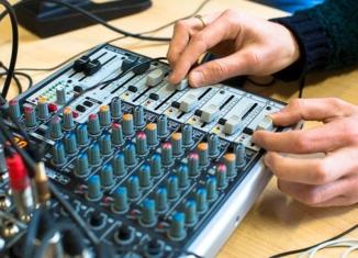 La radiofonia italiana schiava della discografia?