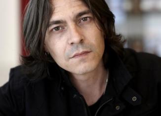 """Daniele Babbini torna con la cover di """"Storie di tutti i giorni"""" di Riccardo Fogli"""