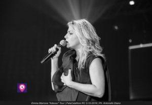 #lamorevincesempre, bagno di folla per Emma Marrone in Calabria 1