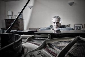 """Enrico Giaretta, il cantaviatore: """"Metto tutti i cieli che ho volato nella mia musica"""""""