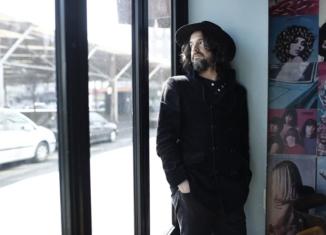 Luca Bassanese, il nuovo album e l'importanza sociale della sua musica
