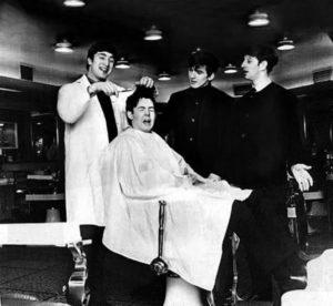 Beatles, capelli tagliati nel 1964 battuti all'asta: quanto valgono?