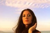 """""""Solo un'estate fa"""": Leda Battisti ritorna in versione vintage"""