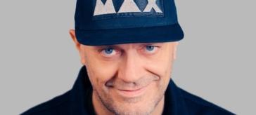 """Max Pezzali canta """"Le canzoni alla radio"""""""