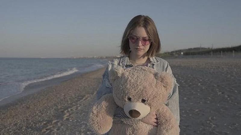 Asia Ghergo, Giovani Fluo è il secondo inedito della YouTuber