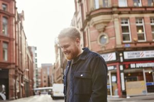 "Tom Walker, intervista al cantante di ""Leave a light on"" 1"
