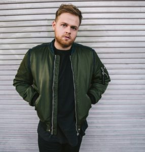 "Tom Walker, intervista al cantante di ""Leave a light on"""
