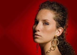 """Intervista a Francesca Sarasso, da Musicultura al nuovo singolo """"Leggimi la mano"""""""