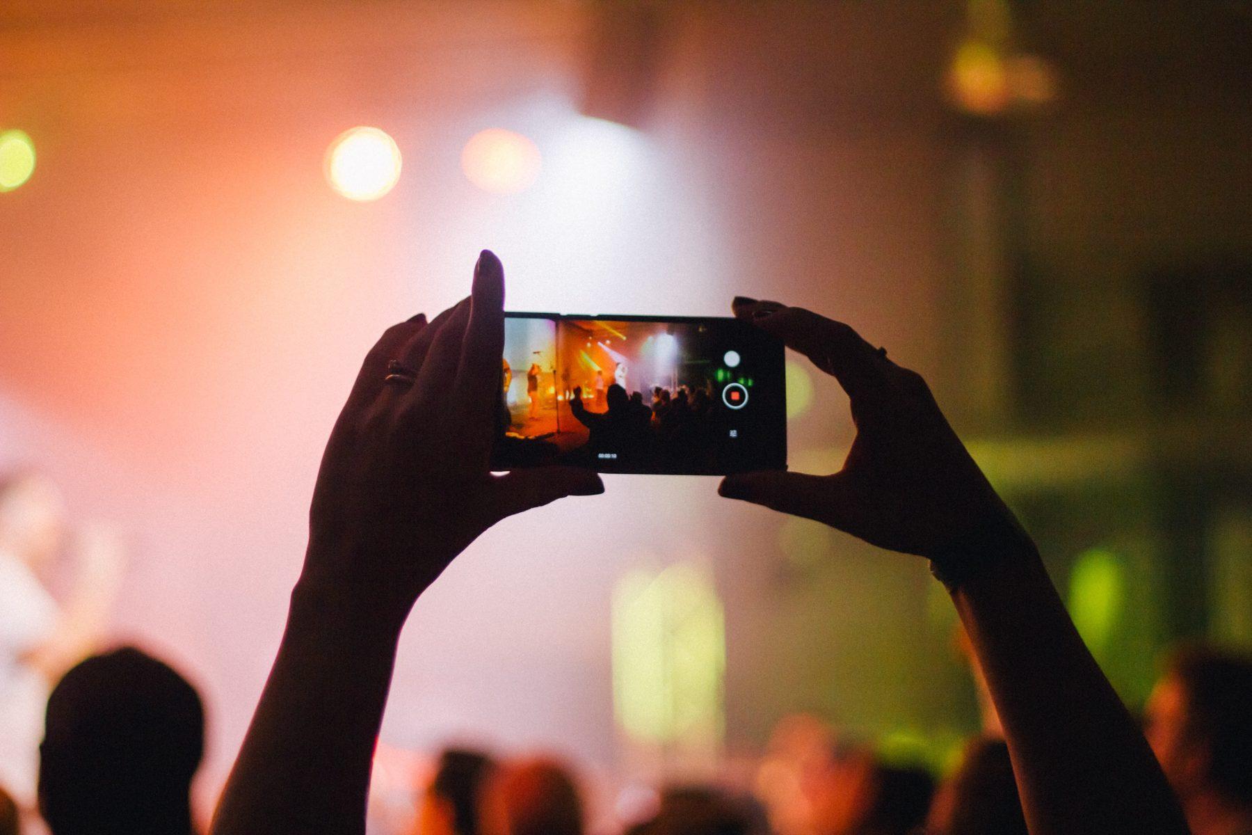 """Gli artisti a favore della politica del """"phone free"""""""