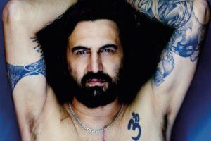 """Omar Pedrini: """"Cane sciolto"""", biografia di un rocker al teatro Menotti"""