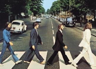 """50 anni fa, quando i Beatles attraversavano le strisce di """"Abbey Road"""""""