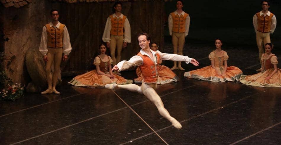 Federico Fresi nel ruolo del contadino in Giselle-Teatro alla Scala-